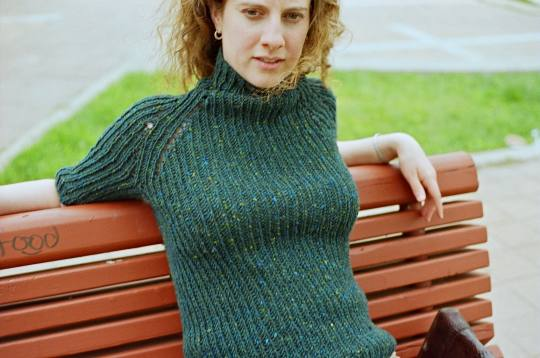 Parallax Knitting ? PDF pattern   Minimalist funnel neck, Magknits October 2006